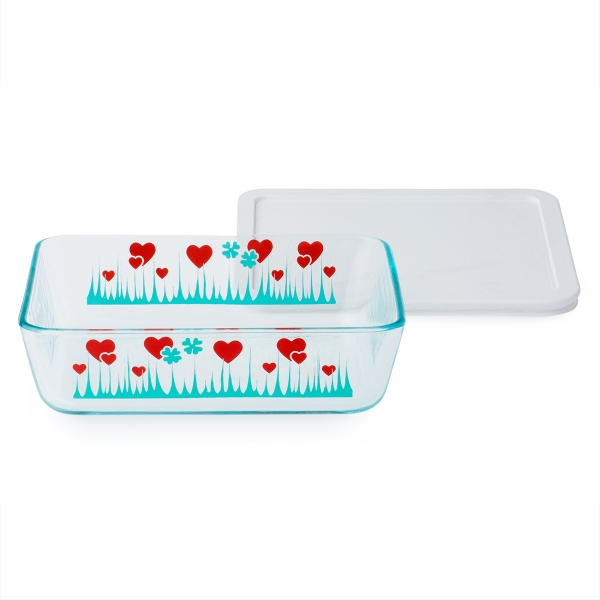 Pyrex: 6-Cup Storage Dish, Lucky in Love with White Lid
